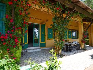 Villa Miralaghi WI-FI,  billiard, heated swimming pool, Jacuzzi, ponds, paths