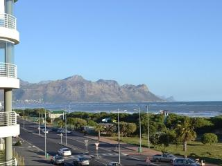 Cape Sands , Strand Stunning Beachfront Apartment