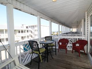 South Beach Ocean Condos, South - Unit 8 - Just Steps to the beach - Ocean View FREE Wi-Fi, Tybee Island