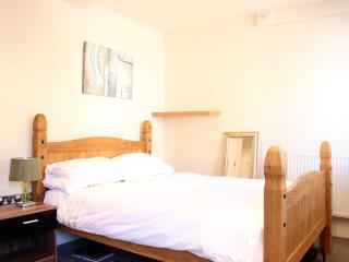 Modern and cosy 1 bed apartment off Winckley Square