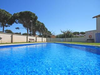 Spacious home with garden and swimming pool, L'Escala