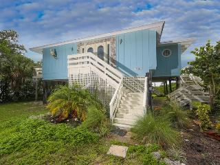 Fabulous Manasota Key bayfront house with private dock, brand new private pool, Englewood