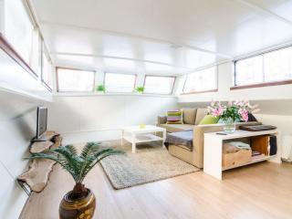 Houseboat Shanti, Amsterdam