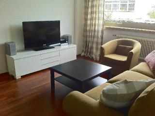 Vacation Apartment in Munich - centrally located, nice furnishings, internet available (# 826), Múnich