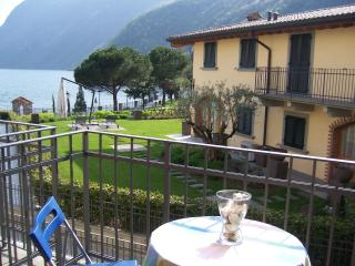 Antico Oleificio-apartment with balcony lakeview, Riva di Solto