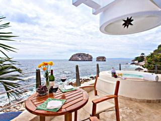 Luxury Villa with Amazing Views & Full Staff, Puerto Vallarta