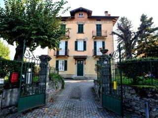 Villa 800 - apartment with 4 balconies and lake vieew, Bellagio