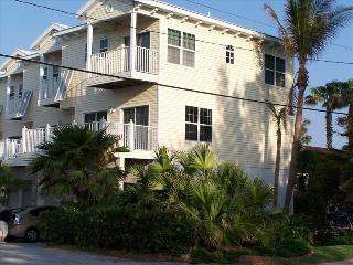 Gulf to Bay Key West Style Townhouse, Bradenton Beach