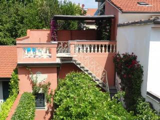 Liberty-style house with independent apartment, Viareggio
