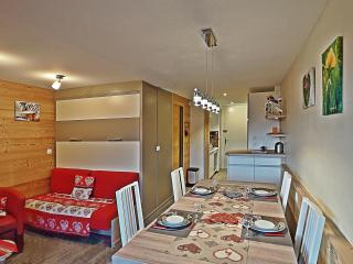 Apt BelleVue in centre Carroz mountain views +wifi, Les Carroz-d'Araches