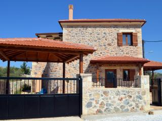 Villa Eleonas  Stone-built villa with private pool, Kefalas