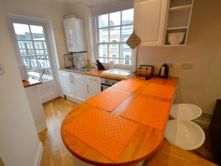 Two Bed Flat with Terrace - Central London - Angel