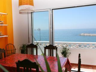 ALMA, Oceanfront Apartment in Center, Ericeira
