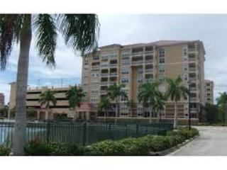 Breathtaking water views from this 6th floor unit, Bradenton
