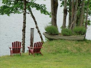 Waterfront Cozy Heritage House on Beautiful Lake, Lake Cowichan