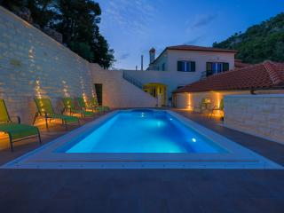 Villa Kogo Apartment 9 with a swimming pool, Hvar