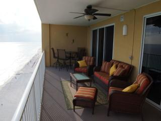 Luxurious Beachfront Condo W/Beach Service, Panama City Beach