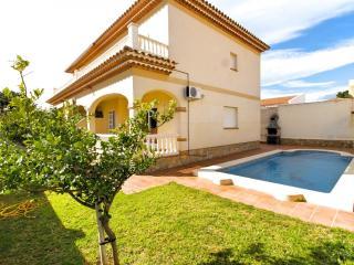 ISIDRO Villa piscina privada, barbacoa y a/a