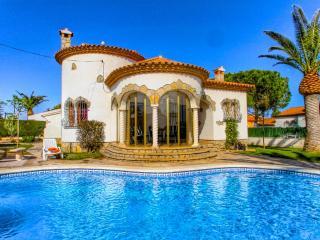 BARON Villa con piscina, jardin, bbq y wifi gratis