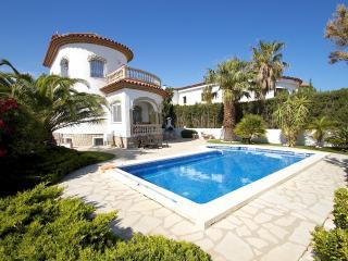 B22 BLANCA villa con piscina privada y jardin