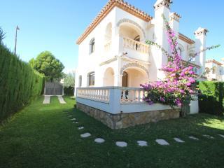 MASIA1 adosado con jardín privado y piscina