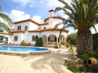 B40 GRANADA villa con grán jardín y grán barbacoa, Miami Platja