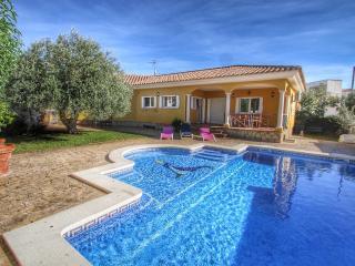 B25 YELMO villa piscina privada, jardín, barbacoa