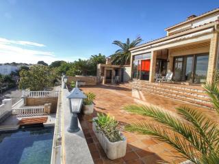 B31 HANRI villa con piscina privada vistas al mar, L'Hospitalet de l'Infant