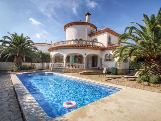 B35 CANGREJO villa piscina privada cerca del mar, L'Hospitalet de l'Infant