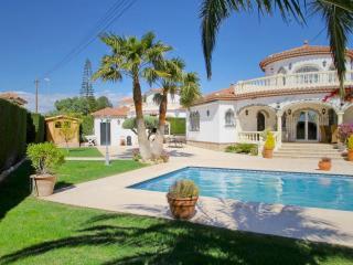 B42 LIDIA villa con piscina privada y grán jardín, Miami Platja