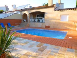 0141-PANI Casa con piscina al canal