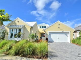 Absolutely beautiful 3 bedroom 3 bath home. Special deal for the months of March and April!!, Napels