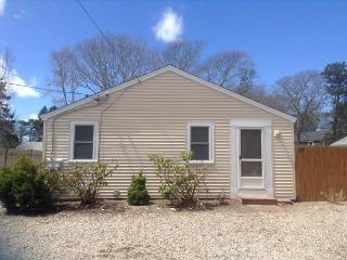 25 Seaview Ave - Walk to Thatcher Beach - ID# 727, South Yarmouth