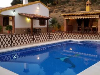 Ideal for families. Lots of privacy. House in the mountains. Close to Málaga.