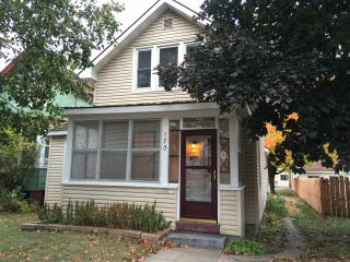Cozy 4 Bedroom House. Sleeps 8., Winona