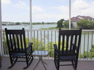 Spacious, clean and comfortable 3 BD/3 BA Sleeps 6-8 Marsh View Condo-With Pool, Folly Beach