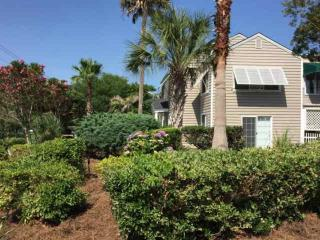 Cameron Blvd-2nd FL Duplex-Pvt Golf Cart -Blk to Beach!  - Pet Friendly-IOP