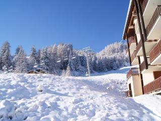 Lovely ski in/ski out apartment fantastic location, Macot-la-Plagne