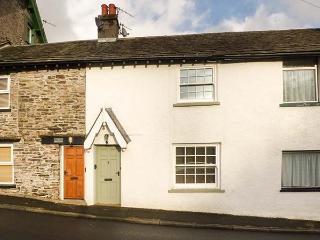 2 HILLCROFT COTTAGES, woodburning stove, WiFi, pet-friendly, Haverthwaite, Ref 12306