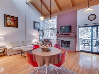Cozy condo with access to the Northstar pool, hot tub, tennis & ski slopes!