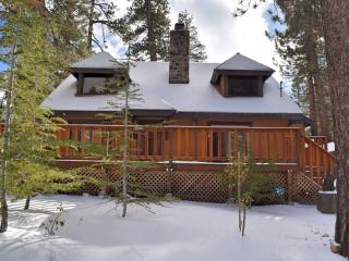 Crystal Pines: Pool Table! Walk to the Lake! Yard!, Big Bear Lake