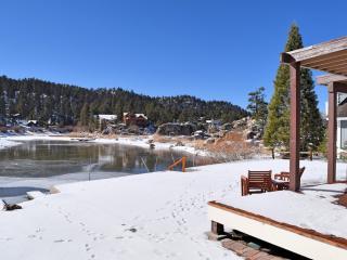 Bay View: Lakefront! Pool Table! Hot Tub! Dock!, Big Bear Lake