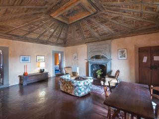 Tuscan Apartment in Historic Castle - Il Castello Cupola, Montespertoli