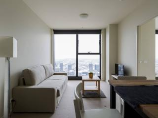 Sky HIGH CBD Suite, ASTONISHING VIEWS + FREE WiFi