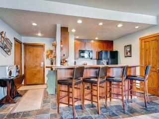 Beautifully Appointed Breckenridge 1 Bedroom Free shuttle to lift - MJ8