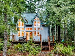 Lovely riverfront home, close to skiing, fishing & more!, Rhododendron