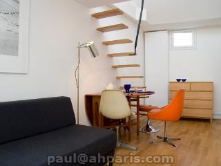 Marais Studio with Mezzanine (334), París