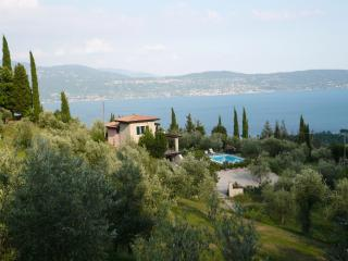 Villa Sibilla, new villa with stunning lake views, Toscolano-Maderno
