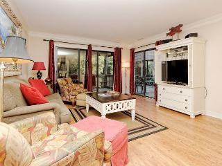Tennismaster 1102, 3 Bedrooms, Large Pool, Walk to Beach, Sleeps 8, Hilton Head