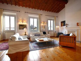 Spacious Santissima apartment in San Marco with airconditioning.